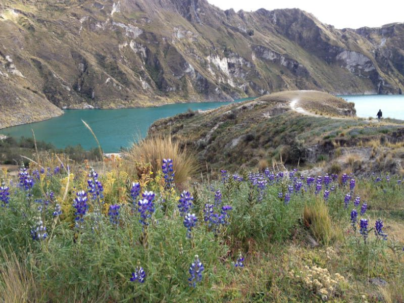 A hike along Quilotoa crater lake.